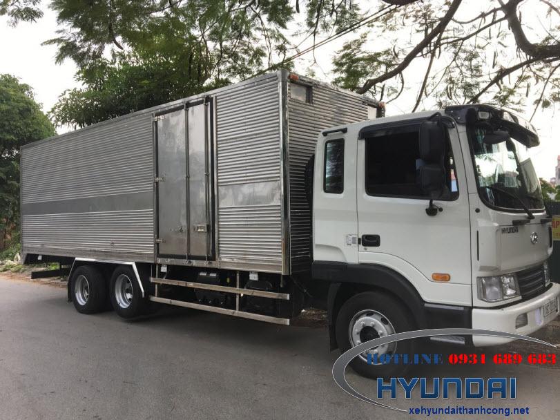 Xe tải Hyundai HD240 thùng kín