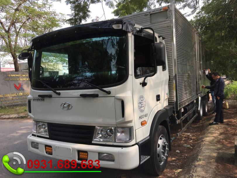 Hyundai HD240 thùng kín