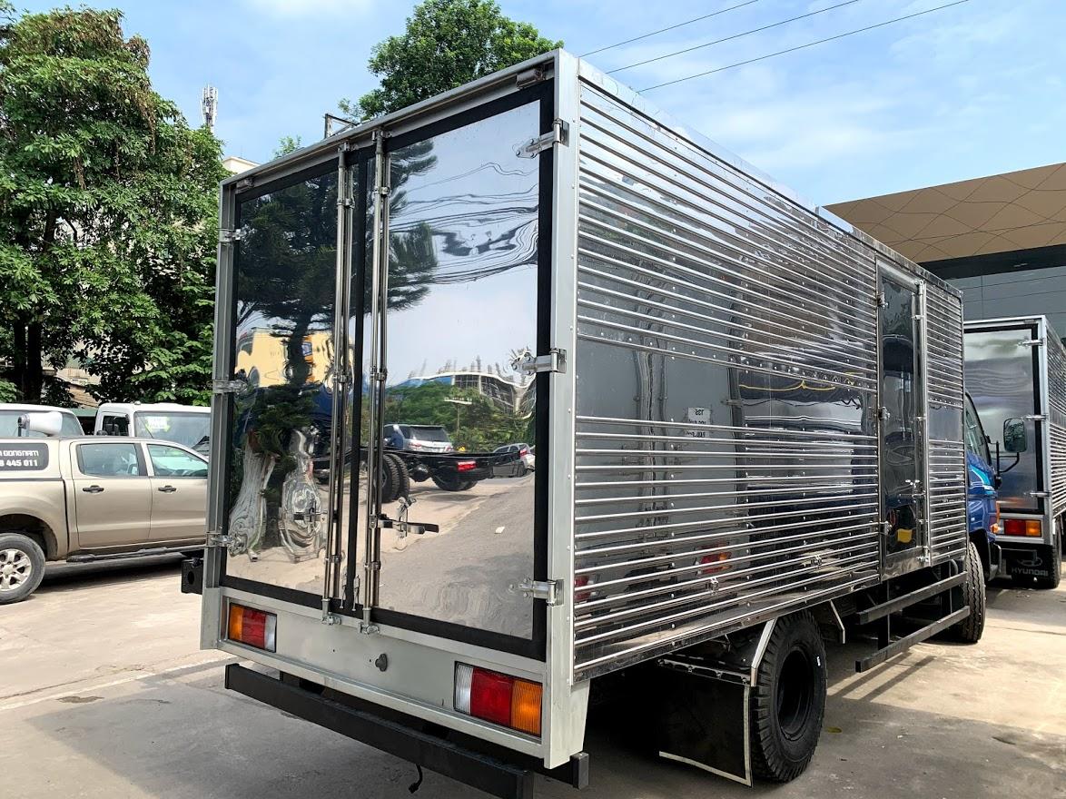 Hyundai 110xl  7 tấn thùng kín